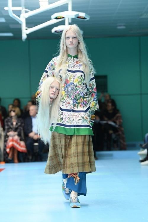 Người mẫu của Gucci đem đầu người, để ngực trần trên sàn diễn London Fashion Week-1