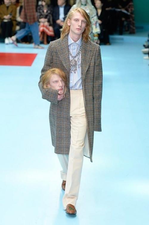 Người mẫu của Gucci đem đầu người, để ngực trần trên sàn diễn London Fashion Week-2