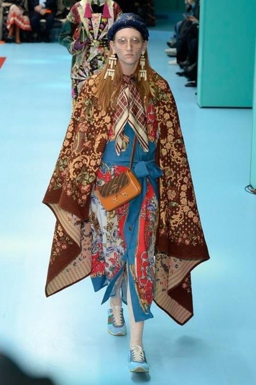 Người mẫu của Gucci đem đầu người, để ngực trần trên sàn diễn London Fashion Week-8