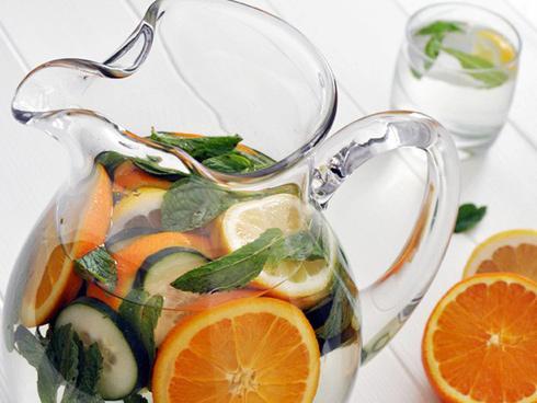 Cả Tết ăn chơi 'tẹt ga' phải làm 8 công thức nước detox để thải độc cơ thể ngay thôi