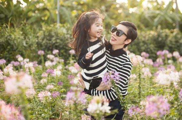 Mới 5 tuổi, bé Thỏ nhà siêu mẫu Xuân Lan đã bộc lộ tố chất người mẫu-5