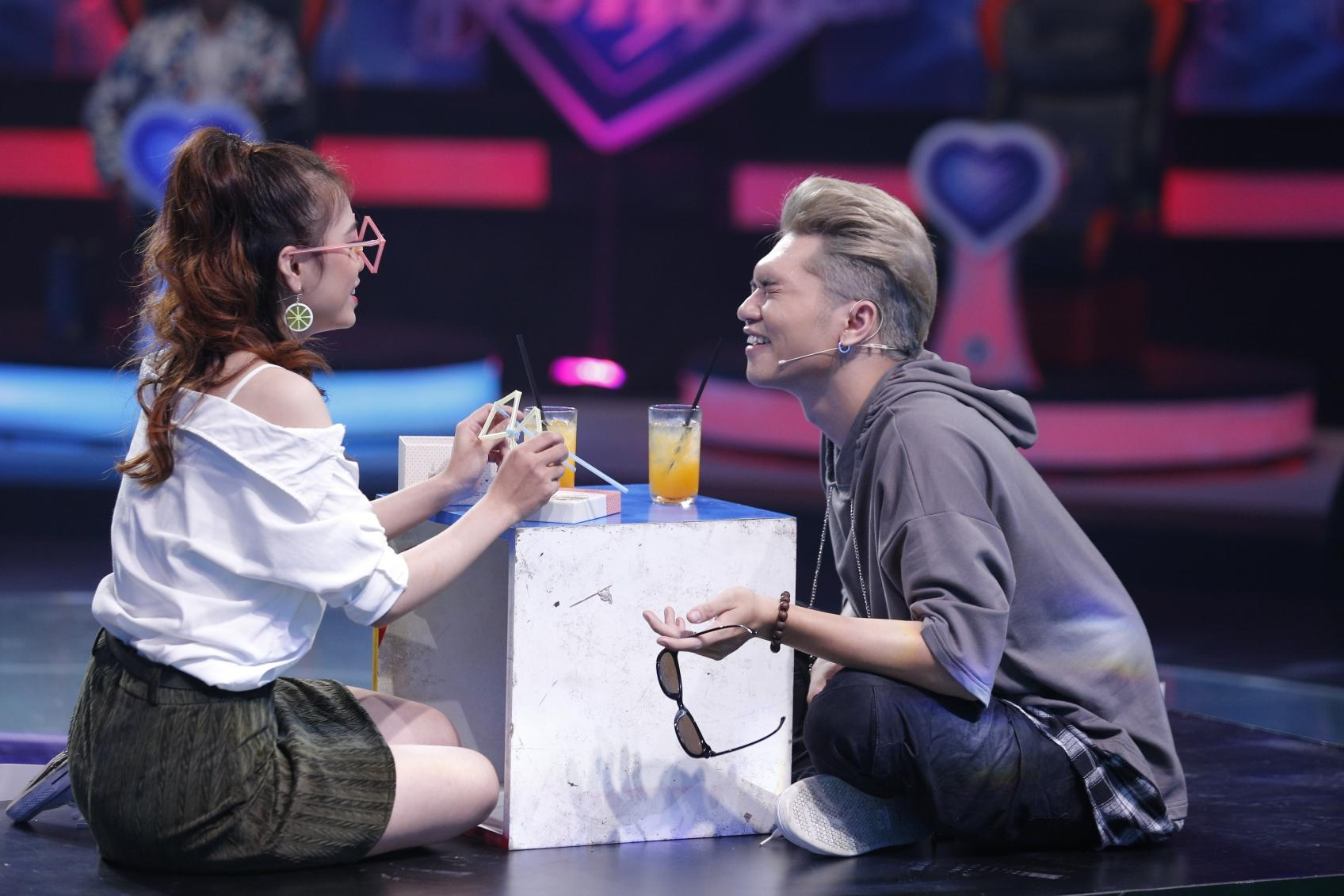 Vì yêu mà đến: Dụ được Bảo Kun tháo mắt kính, cô sinh viên trường Sân khấu vẫn ra về một mình-2