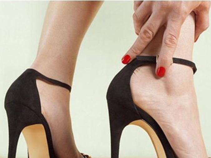 Nỗi khổ của hội gái đẹp khi thể hiện trên giày cao gót