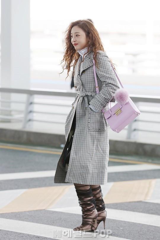 Goo Hara lên đường tham dự tuần lễ thời trang Milan, nhưng đôi giày nhìn như cây giò lụa của cô nàng mới là trung tâm bàn tán-1