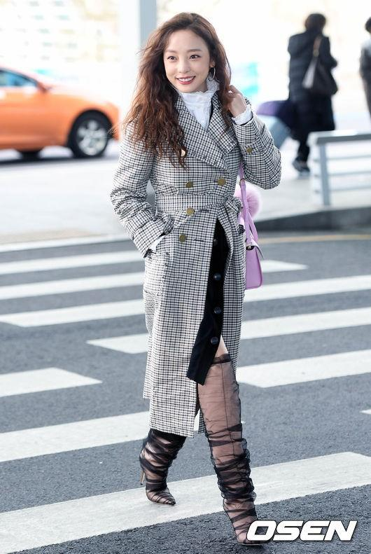 Goo Hara lên đường tham dự tuần lễ thời trang Milan, nhưng đôi giày nhìn như cây giò lụa của cô nàng mới là trung tâm bàn tán-4