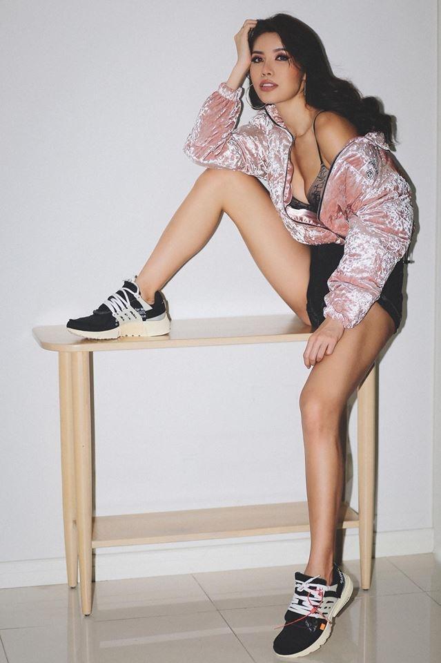 Bóc giá bộ sưu tập giày sneaker của Minh Tú-1