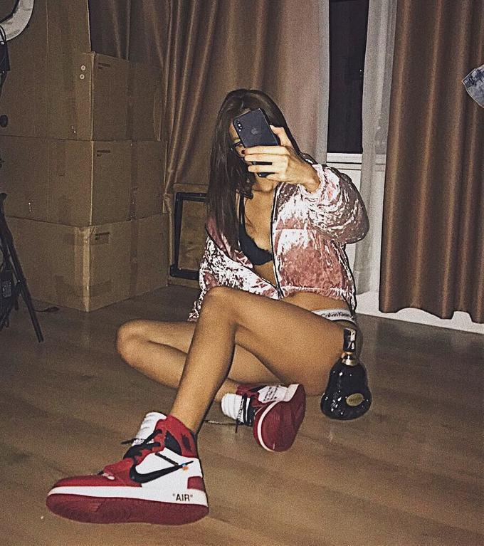 Bóc giá bộ sưu tập giày sneaker của Minh Tú-5
