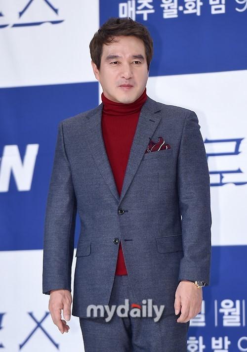 Sao Hàn 23/2: Park Bo Young đốn tim với vẻ ngoài ngọt ngào, rạng rỡ-2