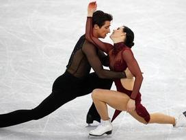 Cặp đôi vô địch trượt băng Olympic bị nghi yêu nhau vì biểu diễn quá 'tình'