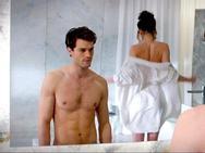 'Tỷ phú nghiện sex' gây bất ngờ với hình tượng trái ngược màn ảnh