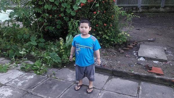 Thần đồng bolero 7 tuổi khiến MC Quyền Linh nổi da gà khi hát Tình cha-1