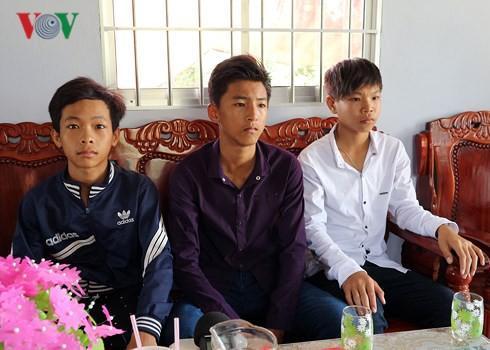 Chuyện chưa kể về 3 cậu bé nghèo ở Sóc Trăng nhặt được 40 triệu đồng-1