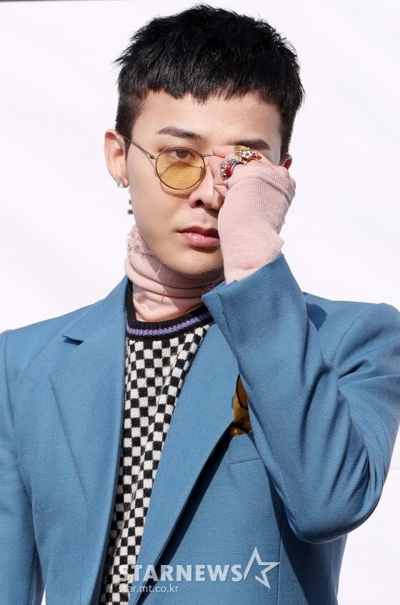 Xuất hiện với thần thái sang chảnh, G-Dragon vẫn khiến fan cười bò với thói quen đi giày giẫm gót-1