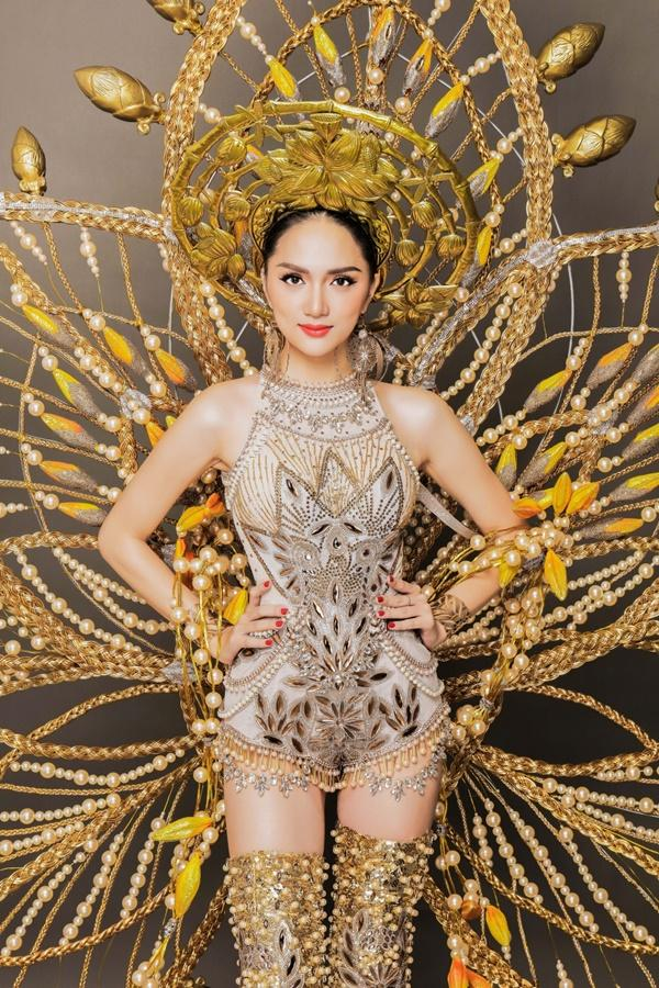 Hương Giang Idol khoe khả năng bắn tiếng Anh như gió tại Thái Lan-3