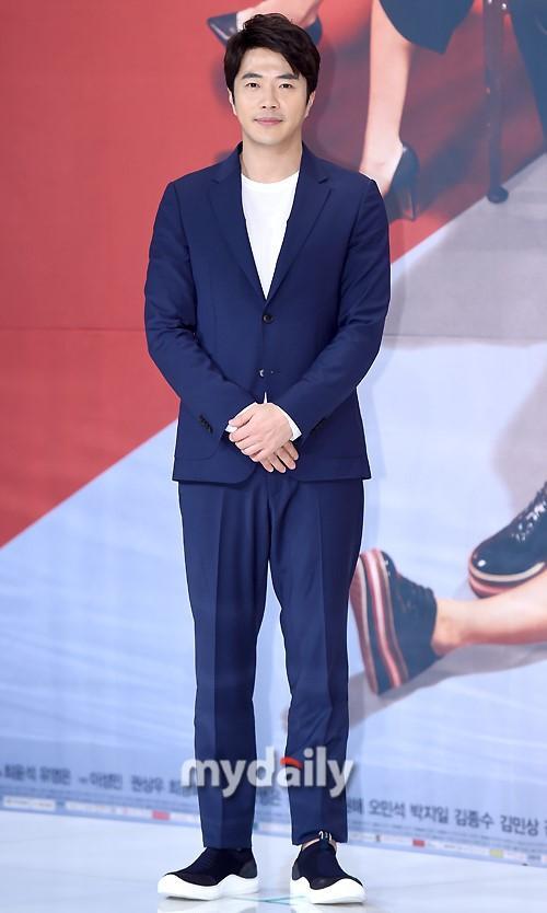 Sao Hàn 26/2: Kim Yoo Jung phải nhập viện, tạm ngừng hoạt động vì đổ bệnh-6
