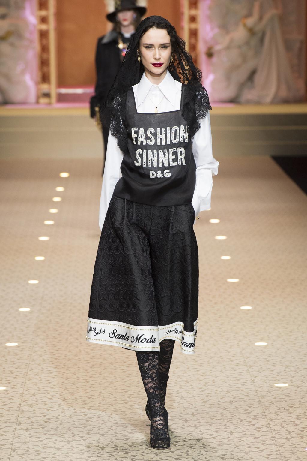 Dolce&Gabbana dùng máy bay thay thế người mẫu trên sàn diễn-4
