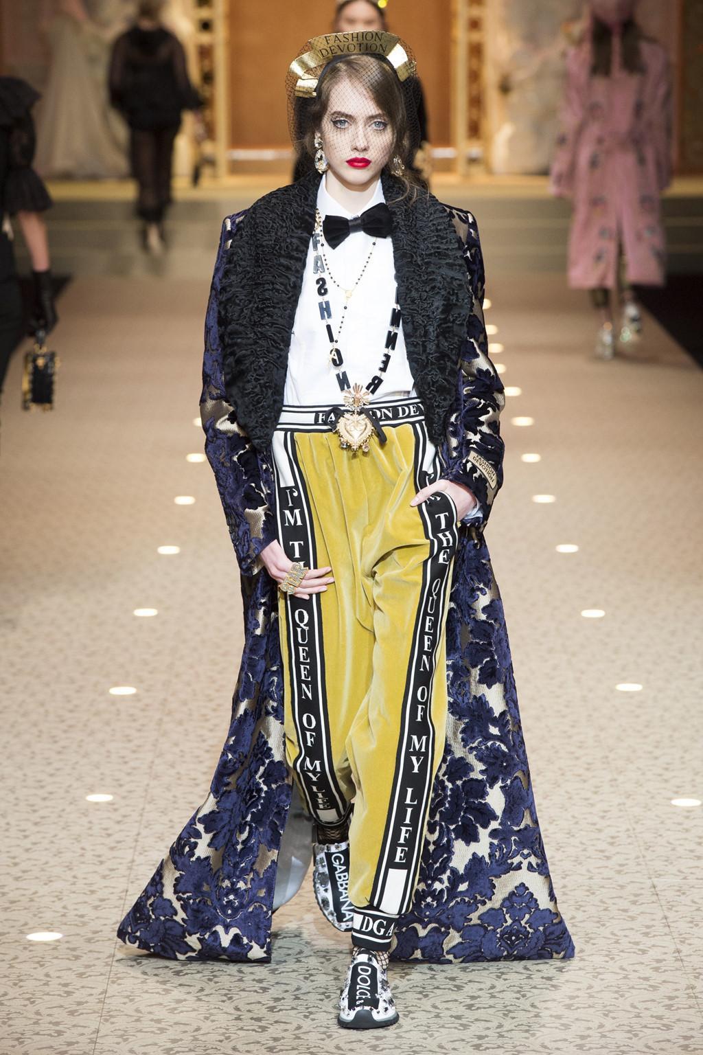 Dolce&Gabbana dùng máy bay thay thế người mẫu trên sàn diễn-5