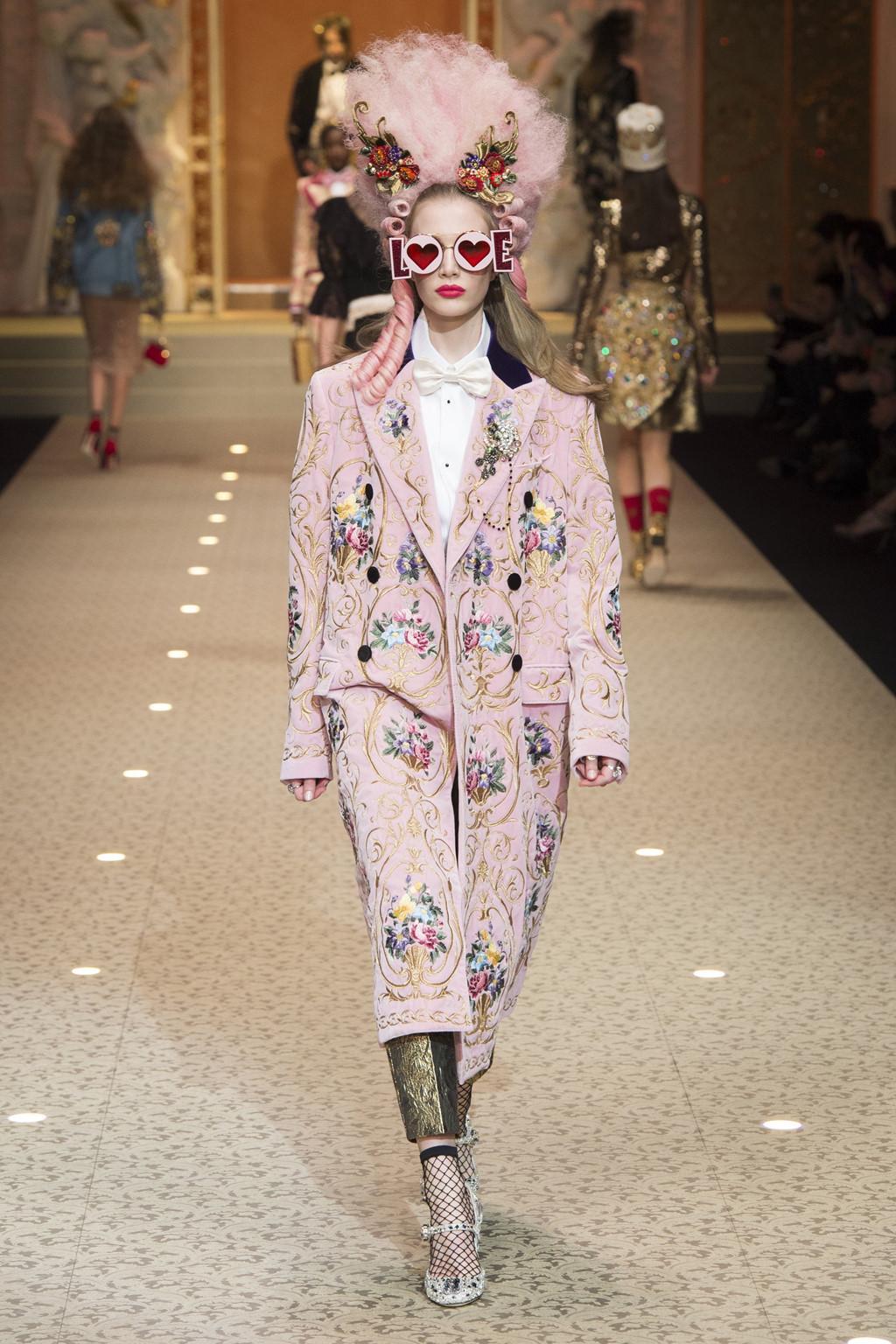 Dolce&Gabbana dùng máy bay thay thế người mẫu trên sàn diễn-6