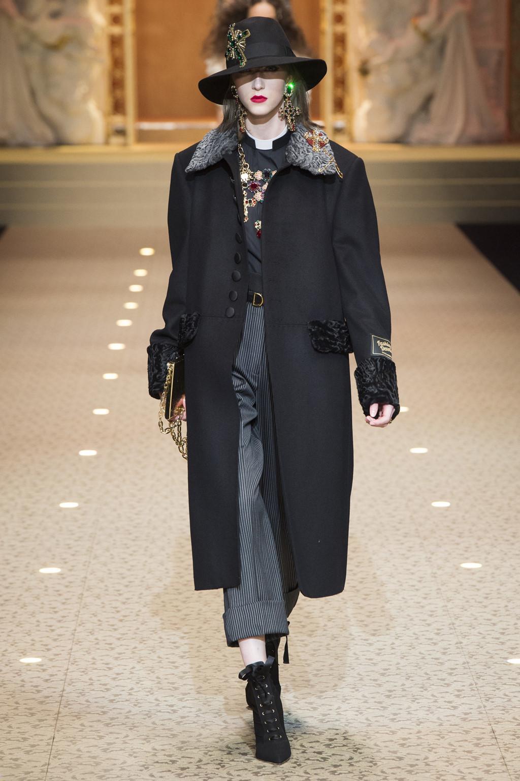 Dolce&Gabbana dùng máy bay thay thế người mẫu trên sàn diễn-7