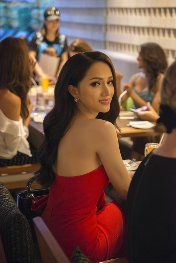 Hương Giang Idol đọ sắc đối thủ nặng kí nhất của Hoa hậu chuyển giới quốc tế 2018-2