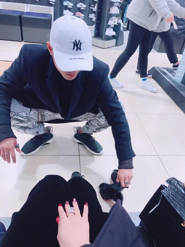 Linh Chi tan chảy vì quá hạnh phúc khi được Lâm Vinh Hải buộc dây giày-8