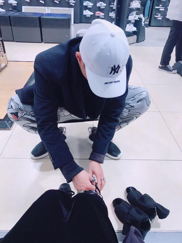 Linh Chi tan chảy vì quá hạnh phúc khi được Lâm Vinh Hải buộc dây giày-9