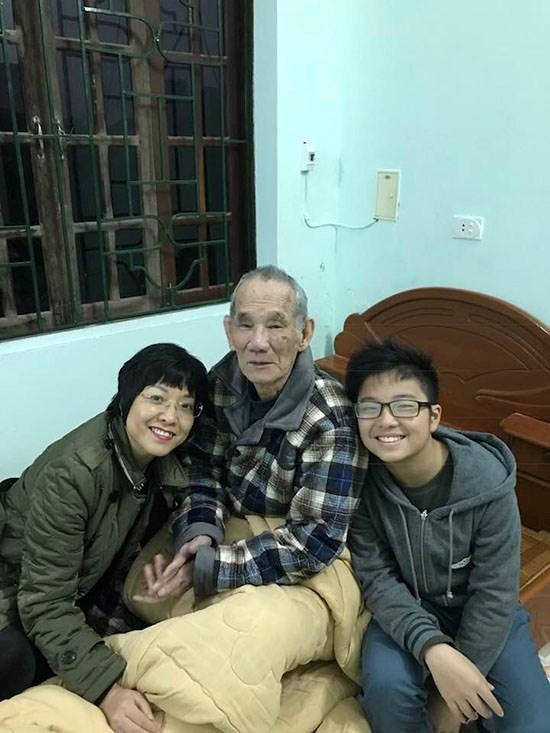 MC Thảo Vân đau buồn về quê chịu tang cha-2