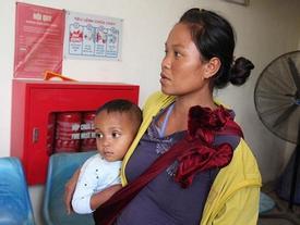 Người phụ nữ 28 tuổi dắt 4 con nhỏ nheo nhóc đi gần 1000km ra Hà Nội xin quần áo