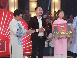 Cô gái 'mặt bất biến' lại gây bão khi nhận giải thưởng 150 triệu