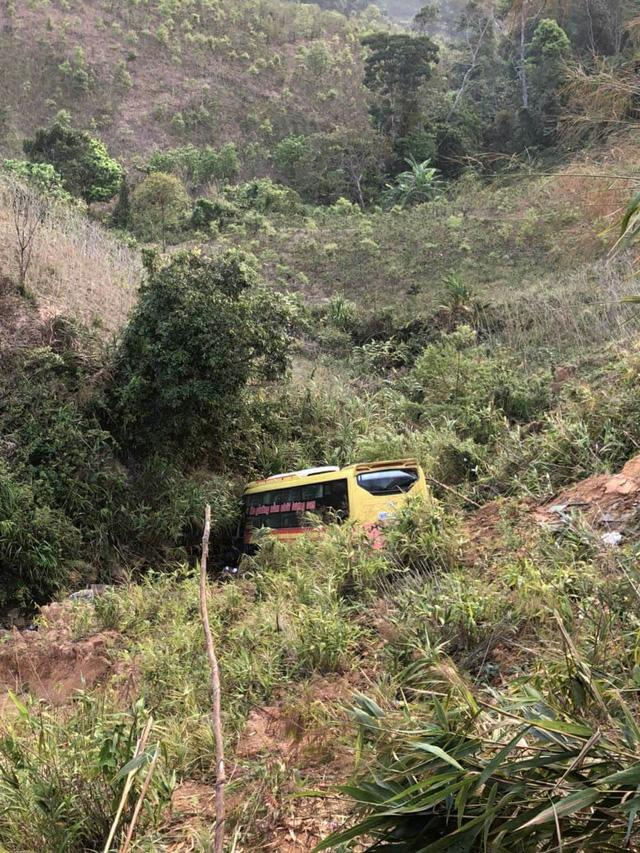 Xe khách lao xuống vực sâu 100m, tài xế tử vong, 19 người bị thương-4