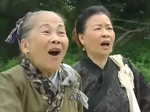 Chân dung nữ diễn viên 82 tuổi vẫn đóng phim để kiếm tiền nuôi con gái-8
