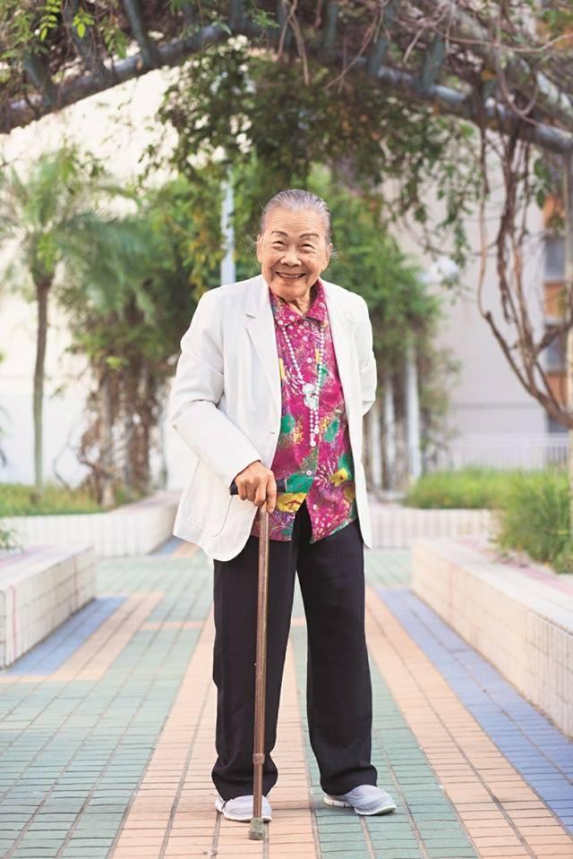 Chân dung nữ diễn viên 82 tuổi vẫn đóng phim để kiếm tiền nuôi con gái-1