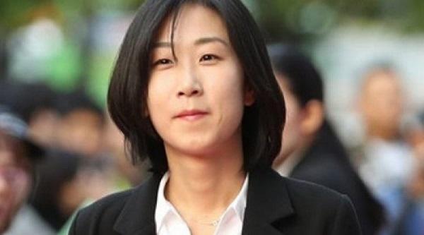 Nữ đạo diễn Lee Hyun Joo bị kết án 3 năm tù về tội danh quấy rối tình dục.   Cả hai cho rằng việc Lee Hyun Joo nhận được giải thưởng của Women in Film Korea vào cuối năm 2017 là không xứng đáng, do đó, họ quyết định công bố toàn bộ vụ việc.    Trước đó, tháng 10/2017, nam diễn viên Jo Deok Je cũng bị Tòa án tối cao Seoul kết án một năm tù giam cùng 2 năm quản chế. Nam diễn viên 49 tuổi khi tham gia một bộ phim vào tháng 4/2015 đã lợi dụng cảnh quay để xé rách nội y và động chạm cơ thể bạn diễn nữ. Park Yoo Chun và Park Shi Hoo là hai ngôi sao trẻ của làng giải trí Hàn Quốc.  Trước khi bê bối tình dục được phanh phui họ là những ngôi sao hạng A sở hữu lượng fans khủng. Thế nhưng, với những gì họ gây đã không còn nhận được sự ủng hộ của khán giả. Dù cả hai được tuyên trắng án nhưng sự trở lại của họ sau đó không được công chúng đón nhận.