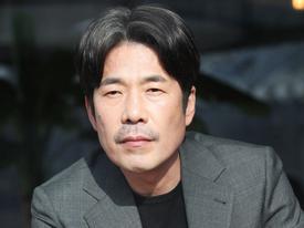 Sao Hàn 1/3: Hai lần bị tố cáo, tài tử 'Thử thách thần chết' buộc phải cúi đầu thừa nhận từng xâm hại tình dục