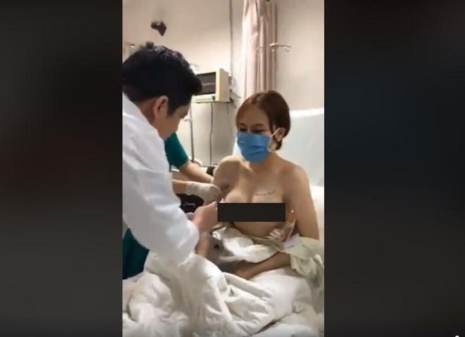 Bác sĩ livestream cảnh bệnh nhân vừa dao kéo, lộ bộ phận nhạy cảm-1