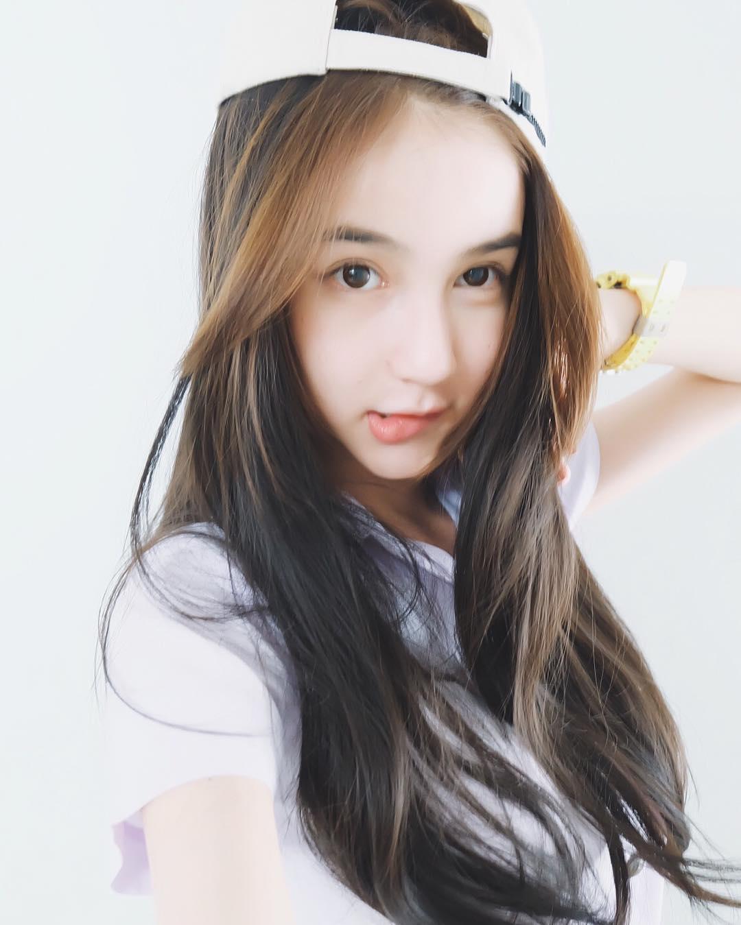 Hương Giang Idol xuất hiện trong clip của Yoshi Rinrada
