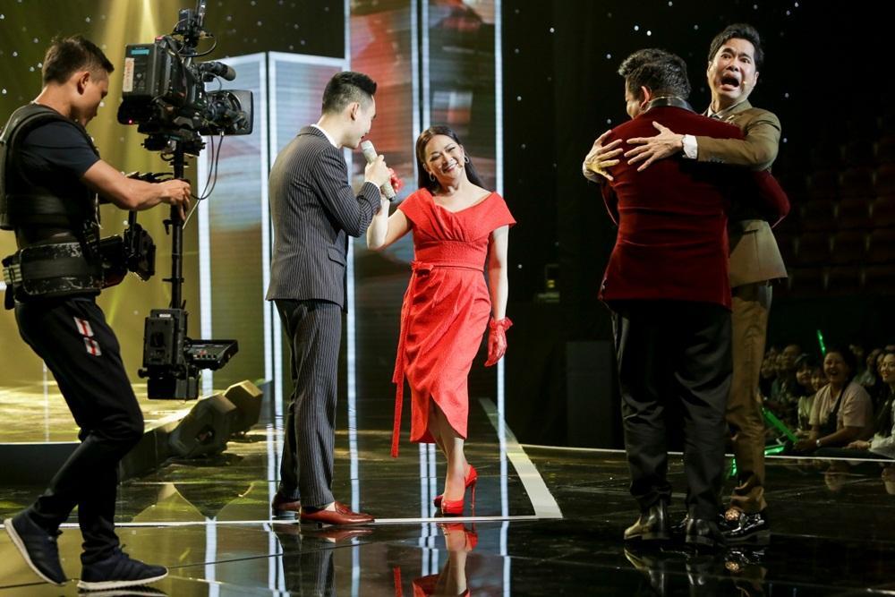 Ngọc Sơn khóc như mưa, tặng tiền cho giọng ca nữ là vận động viên điền kinh khiếm thị-3