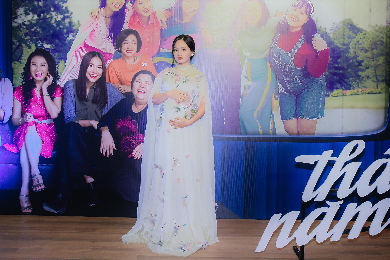 Thanh Hằng và Hoàng Oanh khoe nhan sắc đỉnh cao trên thảm đỏ Tháng năm rực rỡ-11