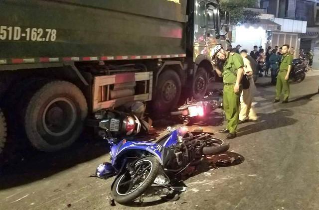 Tạm giữ tài xế xe ben tông hàng loạt xe máy-2