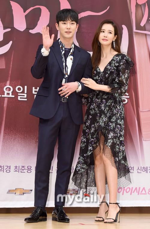 Nữ hoàng dao kéo Lee Da Hae gây thất vọng với khuôn mặt tượng sáp-5