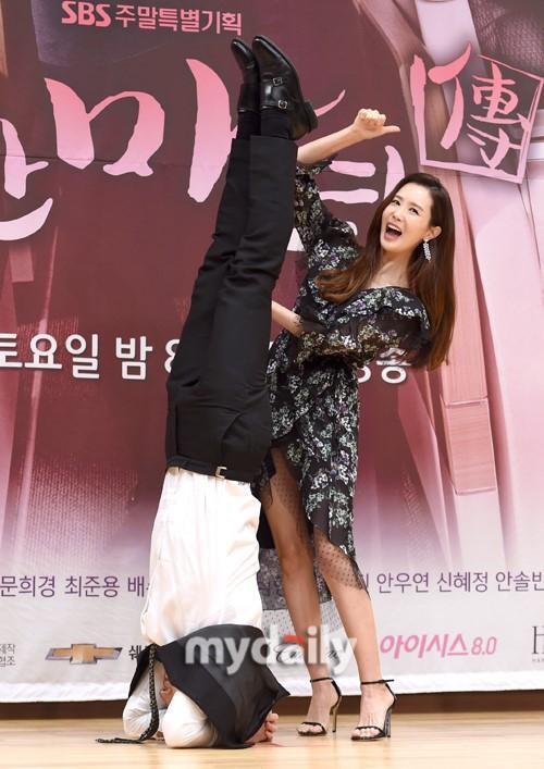 Nữ hoàng dao kéo Lee Da Hae gây thất vọng với khuôn mặt tượng sáp-6