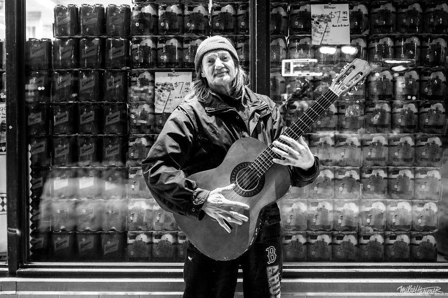 Trò chuyện cùng người vô gia cư 4 năm, nhiếp ảnh gia người Pháp đã rút ra nhiều bài học thấm thía-3