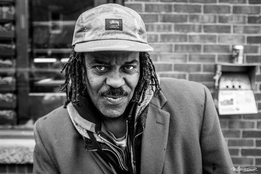 Trò chuyện cùng người vô gia cư 4 năm, nhiếp ảnh gia người Pháp đã rút ra nhiều bài học thấm thía-6