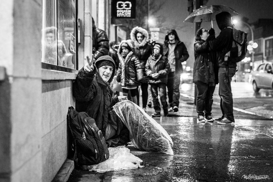 Trò chuyện cùng người vô gia cư 4 năm, nhiếp ảnh gia người Pháp đã rút ra nhiều bài học thấm thía-8
