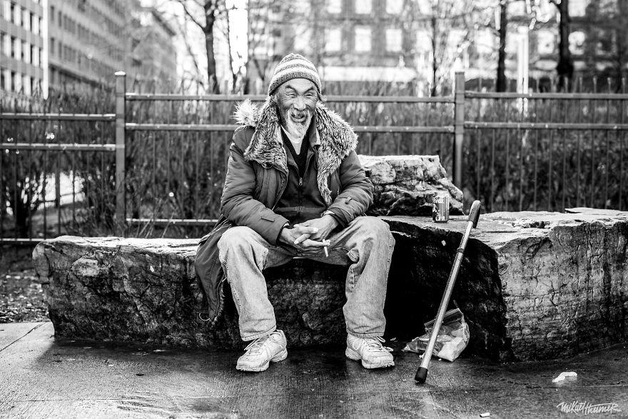 Trò chuyện cùng người vô gia cư 4 năm, nhiếp ảnh gia người Pháp đã rút ra nhiều bài học thấm thía-9