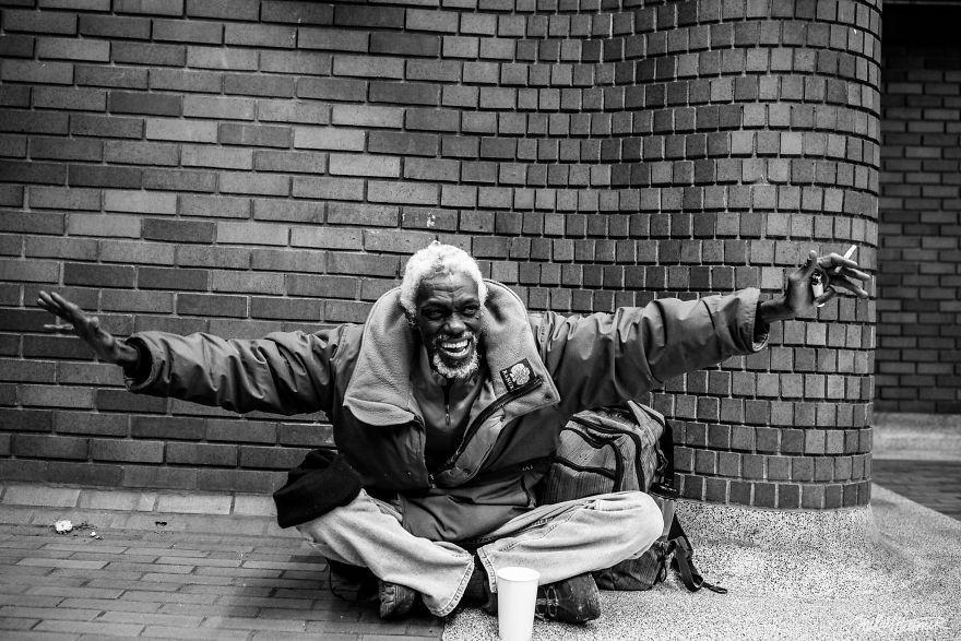 Trò chuyện cùng người vô gia cư 4 năm, nhiếp ảnh gia người Pháp đã rút ra nhiều bài học thấm thía-10