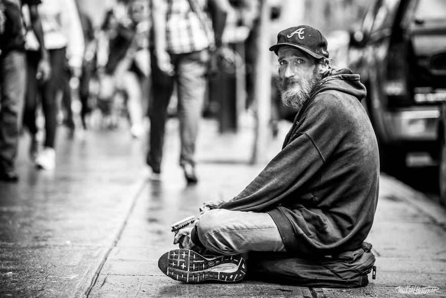 Trò chuyện cùng người vô gia cư 4 năm, nhiếp ảnh gia người Pháp đã rút ra nhiều bài học thấm thía-11