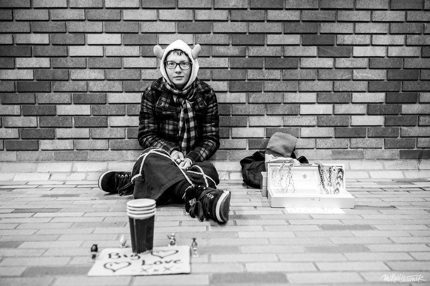 Trò chuyện cùng người vô gia cư 4 năm, nhiếp ảnh gia người Pháp đã rút ra nhiều bài học thấm thía-15