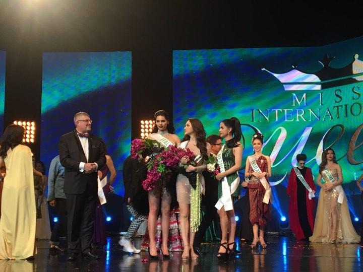 Xem lại màn biểu diễn sexy giúp Hương Giang Idol xuất sắc đạt giải Hoa Hậu Tài Năng-2