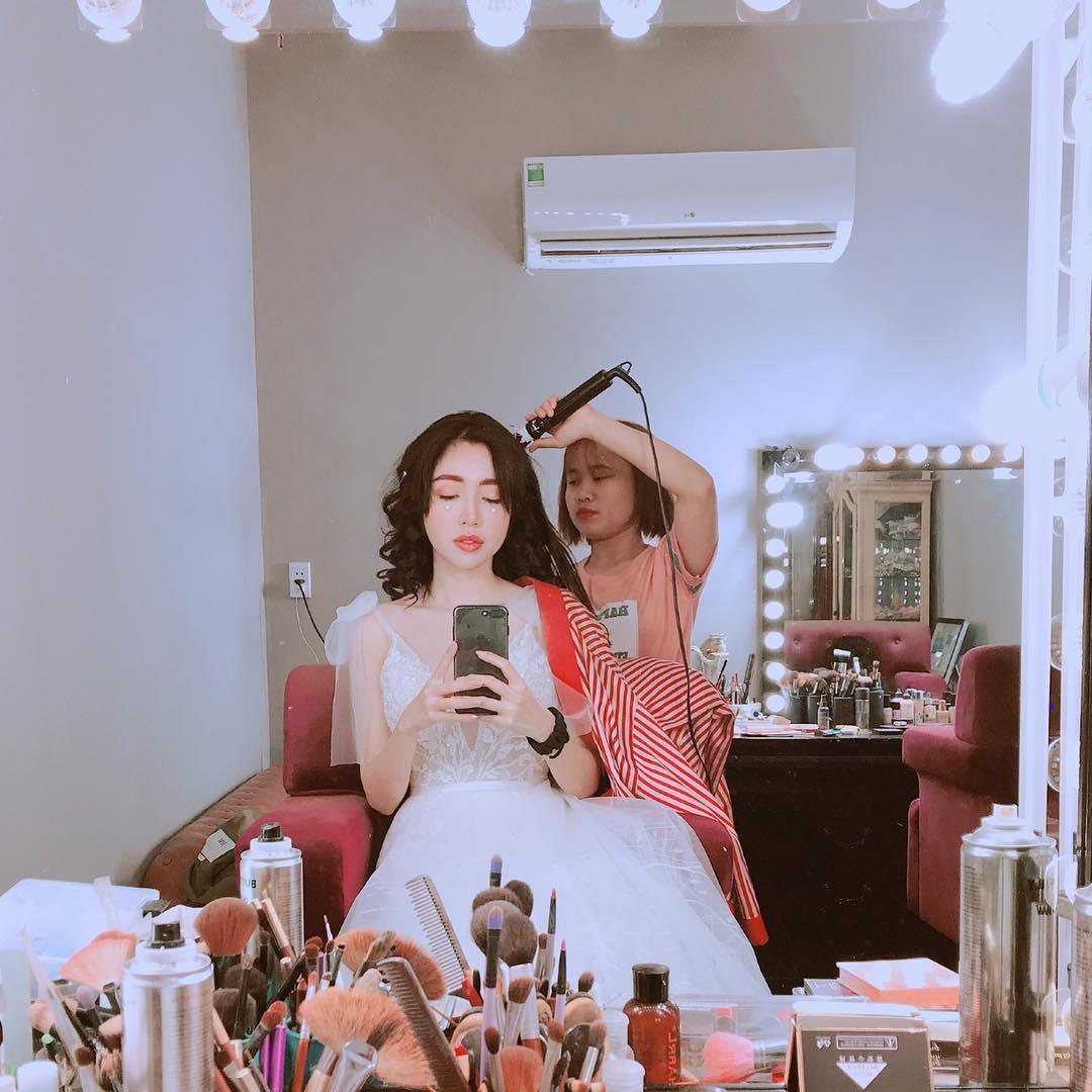 Tin sao Việt: Angela Phương Trinh vén váy khoe vòng 3 sau nghi vấn đẹp nhờ bác sĩ-3